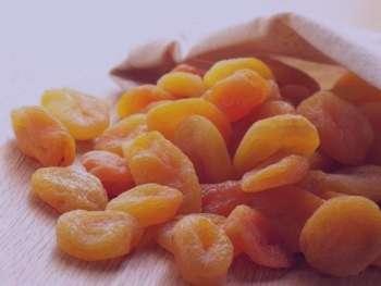 خواص آلو زرد خشک , خواص آلو زرد خشک در بارداری , خواص آلو زرد خشک در طب سنتی , خواص آلو خشک