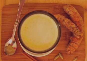 خواص زردچوبه با شیر , خواص زردچوبه با شیر برای سلامتی , خواص زردچوبه با شیر برای پوست , شیر زردچوبه