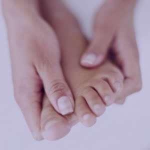 خواب رفتن دست و پا,علت خواب رفتن دست و پا,خواب رفتن و کرختی دست و پا