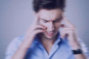 علائم بیماری,نشانه های بیماری,علت سردردهای ناگهانی