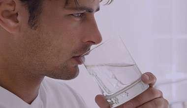 علائم کم آبی بدن,نشانه های کم آبی بدن,علائم کم شدن آب بدن