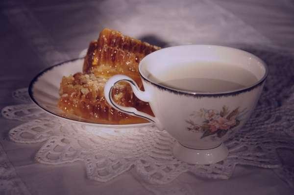 تعبیر خواب عسل , تعبیر خواب عسل با موم , تعبیر خواب عسل خوردن , تعبیر خواب عسل خریدن