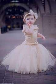 تعبیر خواب لباس عروس پوشیدن دختر , تعبیر خواب لباس عروس , تعبیر خواب لباس عروس به تن داشتن , لباس عروس در خواب دیدن
