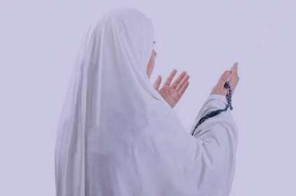 تعبیر خواب نماز خواندن با چادر سفید , تعبیر خواب نماز خواندن با چادر , تعبیر خواب نماز خواندن , نماز در خواب دیدن