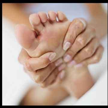 درمان میخچه پا , درمان میخچه پا چیست , درمان میخچه پا با سیر , درمان میخچه پا با گوجه فرنگی