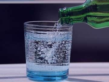 آب گازدار , آب گازدار به انگلیسی , آب گازدار چیست , آب گازدار یا سودا