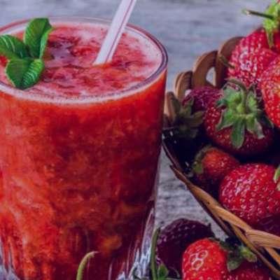 طرز تهیه و خواص آب توت فرنگی برای پوست در بارداری