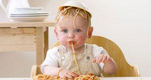 راهکارهایی برای غذا خوردن کودک سه ساله با قاشق چیست