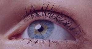 ۸ درمان خانگی برای رفع خستگی چشم