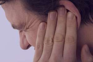 چه چیزی باعث ایجاد زخم در گوش می شود؟