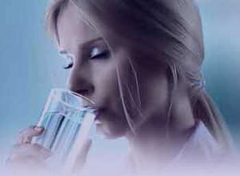 ۶ علامت کمبود آب بدن