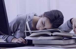 ۱۴ چیزی که ممکن است علت خستگی دائمی شما باشند
