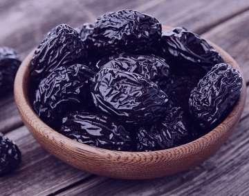 آلو خشک سیاه , خواص آلو خشک سیاه , کالری آلو سیاه خشک , طرز تهیه آلو سیاه خشک