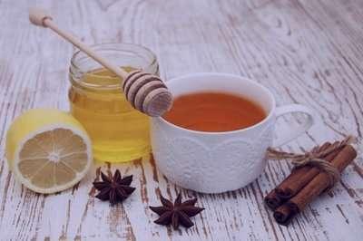 آیا ریختن عسل در چای داغ برای بدن مضر است؟