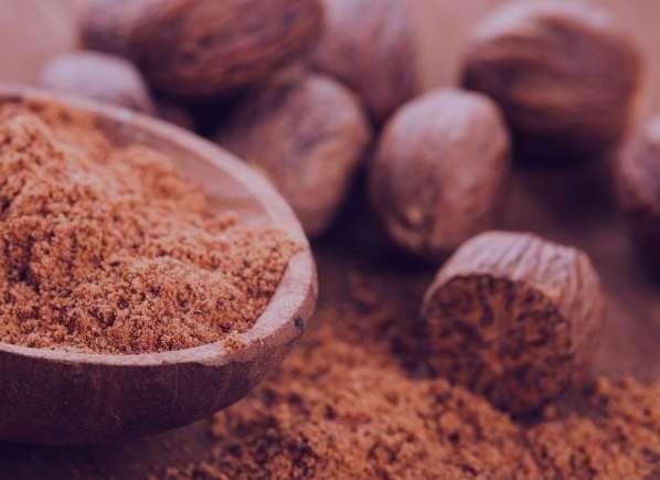 آشنایی با خواص مصرف جوز هندی و عسل برای پوست