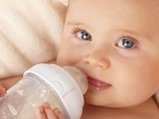 همه چیز در مورد علت و درمان اسهال و استفراغ در نوزادان و شیرخواران