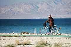 مسیر دوچرخه سواری در کیش و بازدید از شهر زیرزمینی کاریز کیش