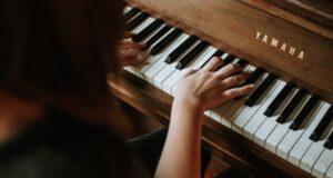 کلاس گیتار را انتخاب کنم یا کلاس پیانو ؟