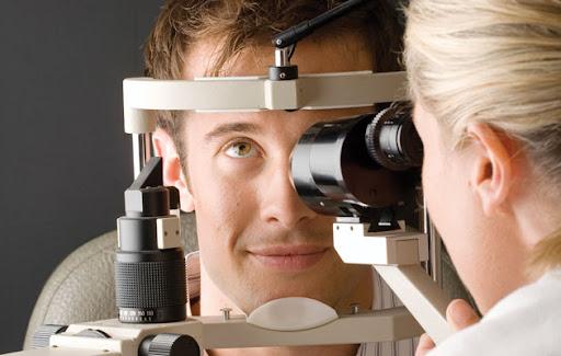 کار چشم پزشک و تیپ شخصیتی مناسب این شغل - دنیای کار